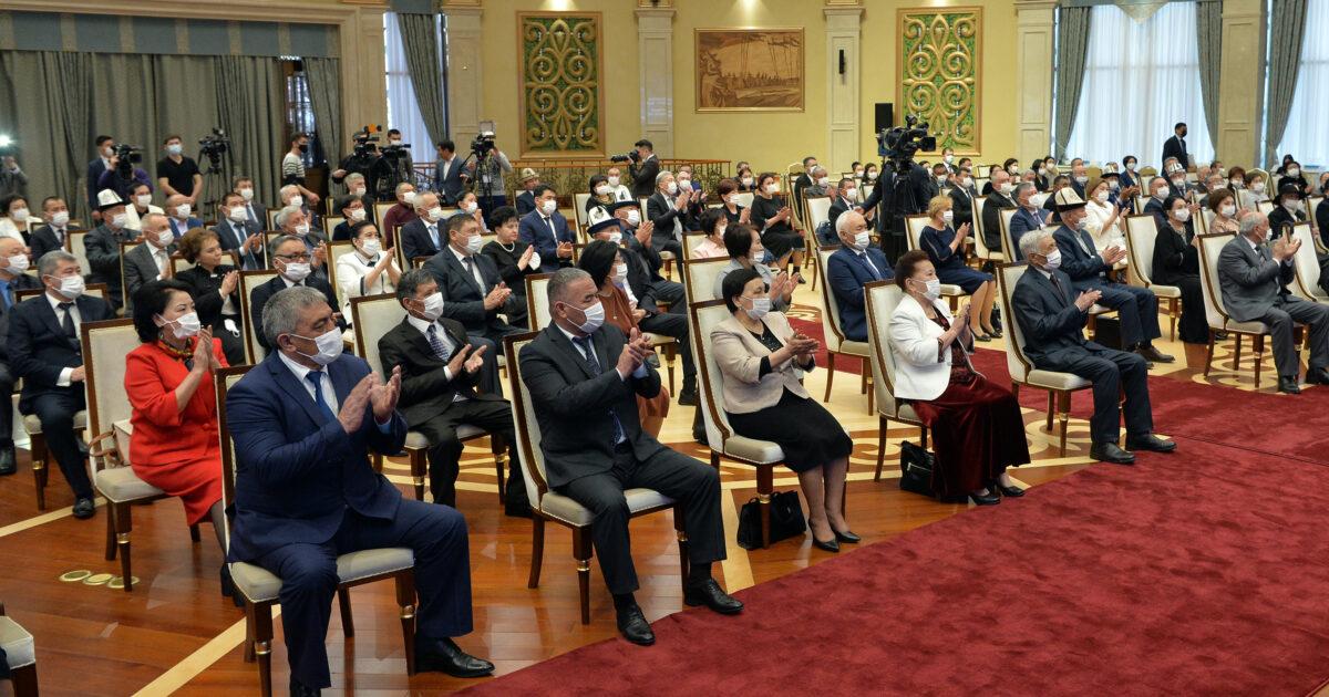 Мамбет Мамакеев, Дөөлөт Сыдыков жана бир катар ырчылар мамлекеттик сыйлык алышты