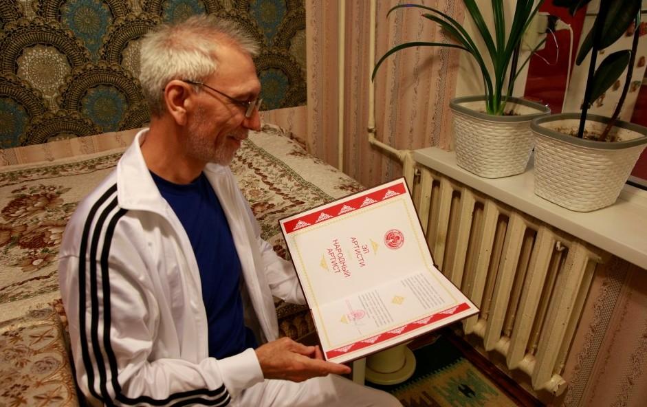 КРдин эл артисти Султан Каримов президенттин жардамын алды