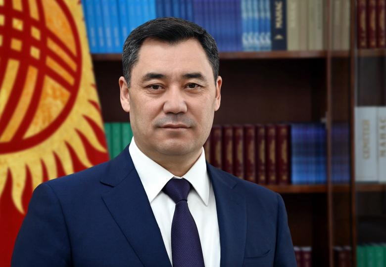Президент чек ара чырында курман болгондорду аза күтүү менен эскерди