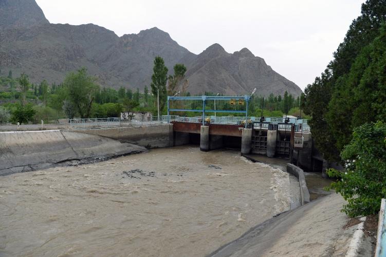 Президент КР поручил модернизировать водозабор «Головной»