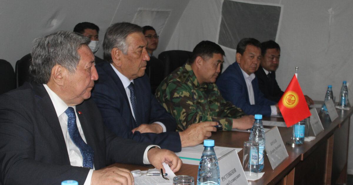 Кыргыз-Тажик делегациясы чек арасы боюнча биргелешкен документтерге кол коюшту