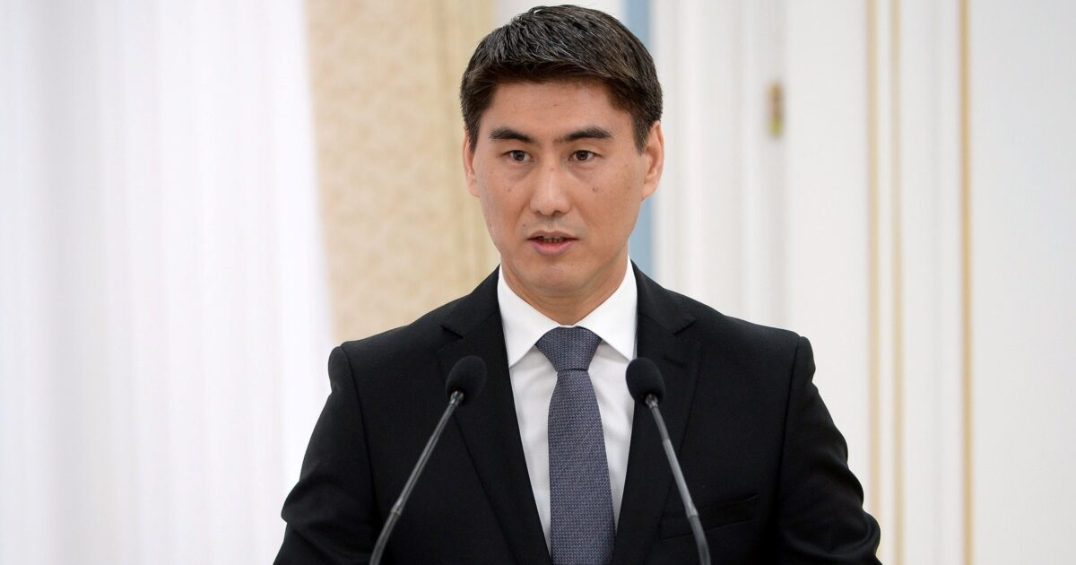 Тажикстан Ворухту бириктиргиси келсе, Мургабды Кыргызстанга кайтарып берсин, — мурдагы министр