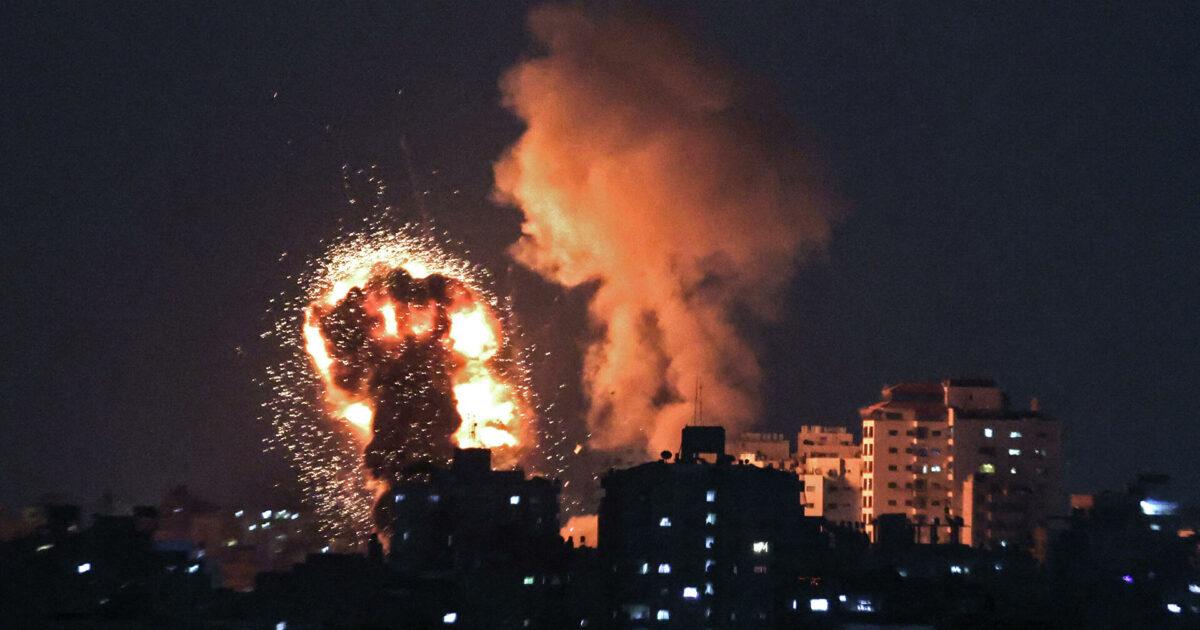 Израилдин аскерлери Газа секторуна авиасокку урууда