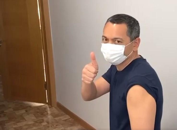 Өмүрбек Бабанов Кытай вакцинасы менен эмдөөдөн өттү