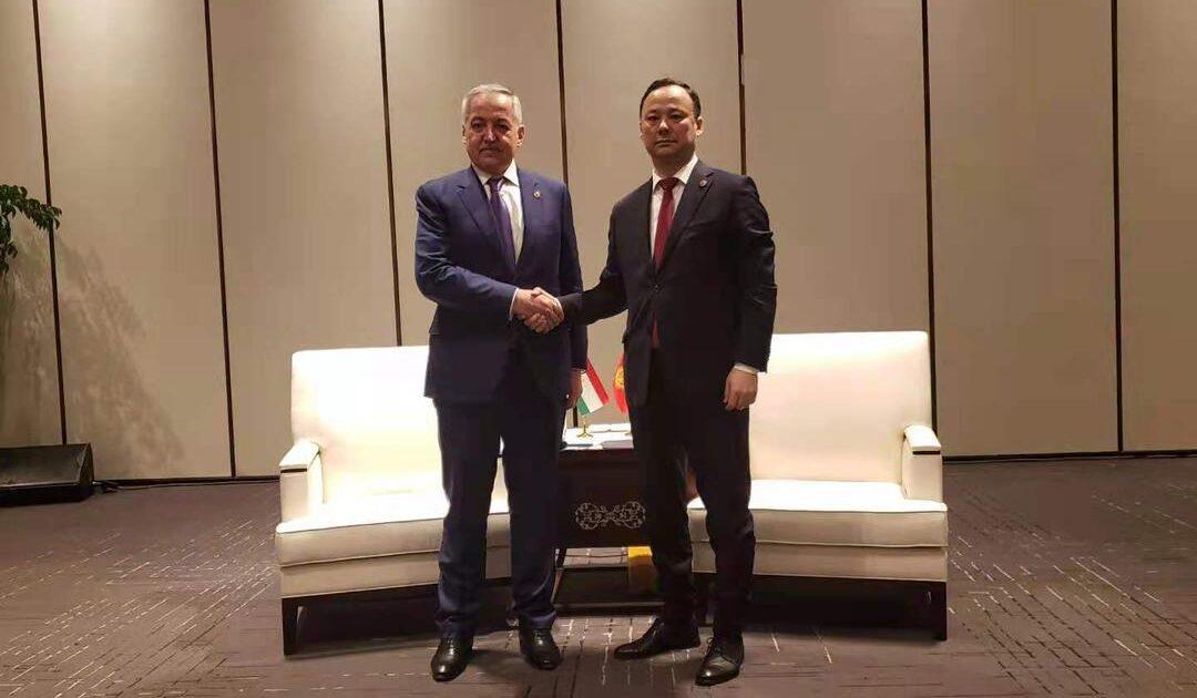 Кытайда Кыргызстан менен Тажикстандын тышкы иштер министрлери жолукту