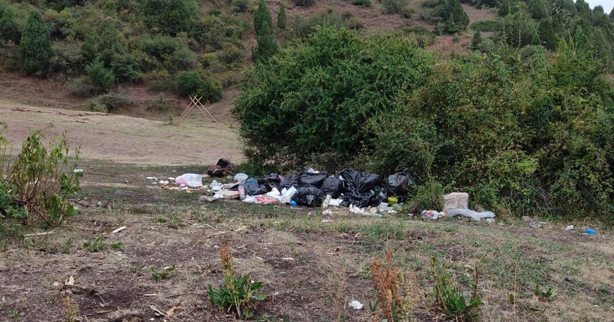 Съемочная группа «Семетей, сын Манаса» оставила после себя горы мусора в горах