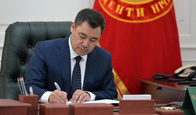 В КР увеличат пособия и пенсии. Садыр Жапаров подписал указы