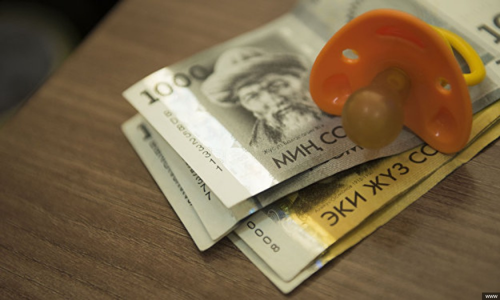 В КР планируют повысить пособия и зарплаты. Некоторые получат больше уже в октября