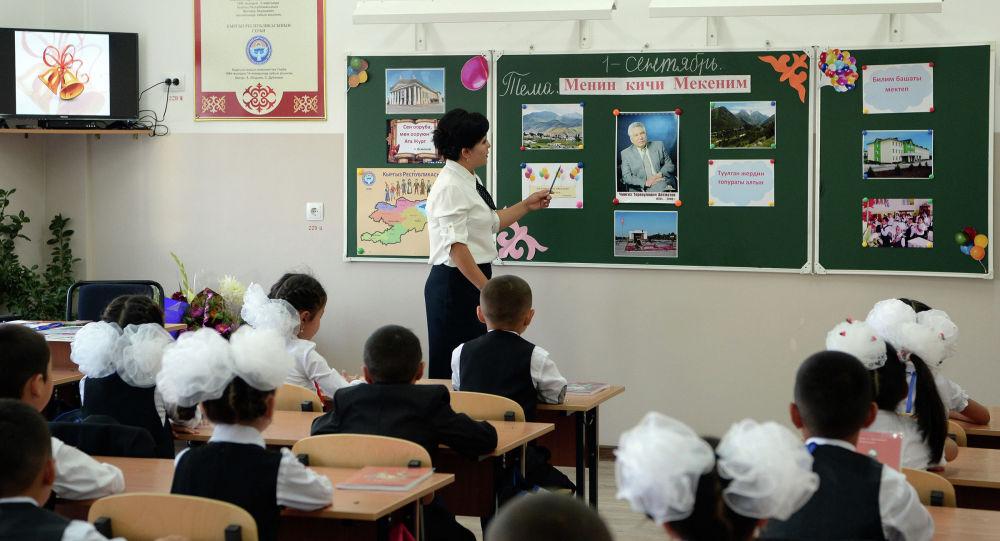 Мектепте 10 жылдан көп иштегендерге 1 млн. сом. Депутаттын сунушу