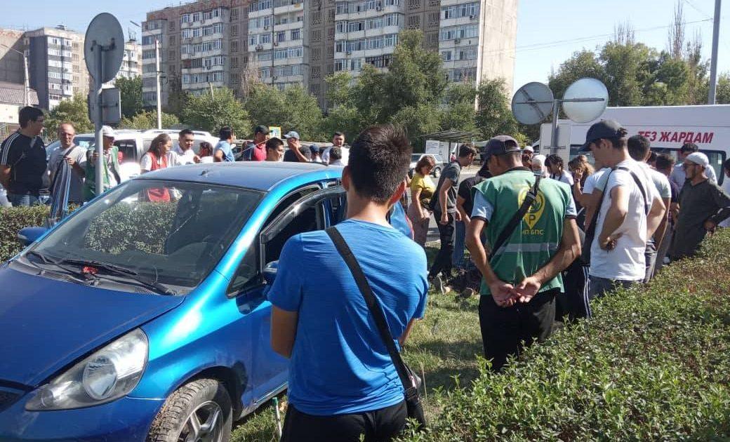 Рядом с Ортосайским рынком столкнулись два авто. Есть пострадавшие (фото)