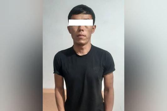 В Токмаке мужчина ограбил женщину у магазина