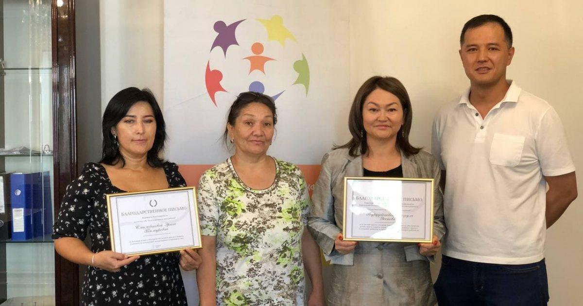 Назгуль Турдубековой вручили благодарственное письмо за помощь детям Бишкека