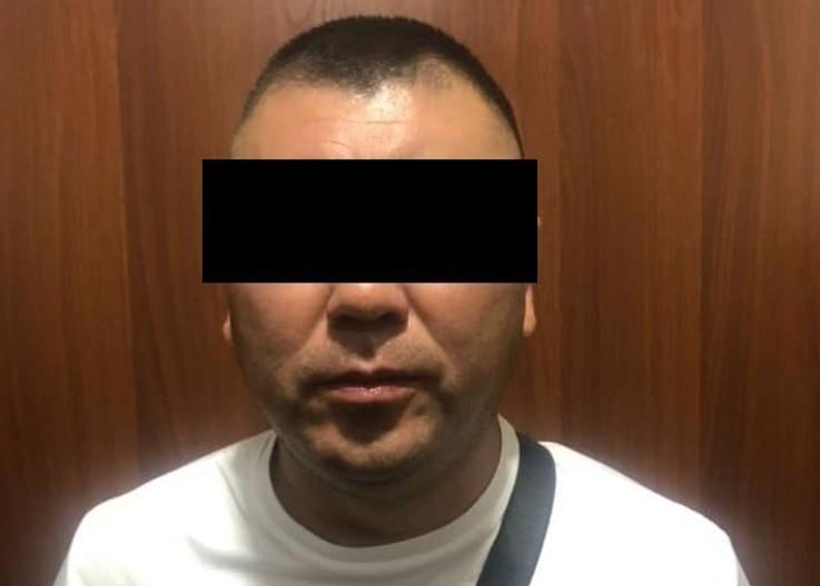 В Бишкеке задержан мошенник. Он обещал трудоустроить в «Кумтор»