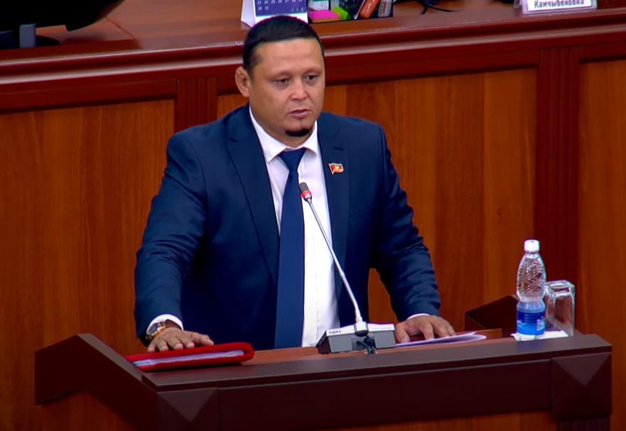 Жогорку Кеңеш: Канатбек Ахмедов депутаттык ишин баштады
